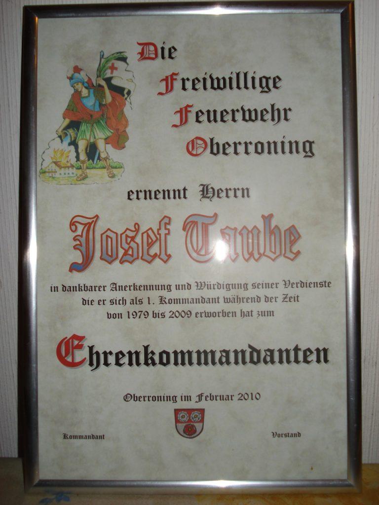 20100218-Jahreshauptversammlung-Ehrenkommandant-Urkunde